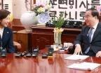 나경원 한국당 신임 원내대표, 국회의장 예방
