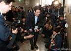 5시간만에 오월 어머니회 찾은 자유한국당