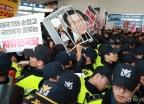 아수라장 된 자유한국당 전당대회장