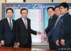민주당, 방송스탭 '을' 살리기 을지로위원회 상생 꽃달기