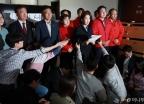 기자회견하는 자유한국당