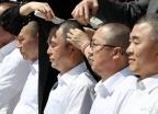 삭발하는 자유한국당 의원들