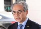 '결함 은폐 의혹' 김효준 BMW 회장 출석