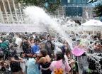 폭염 날리는 물총싸움