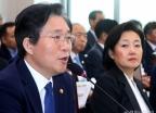 산자위 출석한 성윤모-박영선