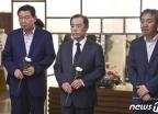 [사진] 정두언 전 의원 조문하는 김병준 전 비대위원장