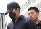 """'도심 한복판 음란행위' 정병국, 영장심사 출석…""""죄송하다"""""""