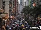 [사진] 도심 행진 이어가는 홍콩 시위대
