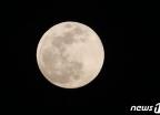 추석 밤 밝힐 '환한 보름달'…월출 시간은?