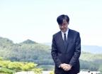 [포토is] 조국 장관, 고 김홍영 검사 묘소 참배