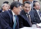 국정감사 받는 김창보-민중기 법원장