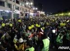[사진] 행진하는 검찰개혁 촛불문화제 참가자들