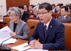 국감 출석한 강경화-김연철