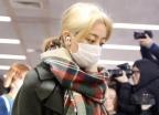 트와이스 지효, 입국 도중 팬들과 충돌… 부상입고 '눈물'