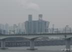 미세먼지 휩싸인 서울 도심