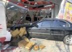 '설선물 급했나'…대구서 '한우 판매점' 들이받은 승용차
