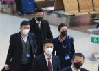 '우한 폐렴 확산'...마스크 쓴 승무원들