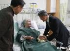 오희옥 애국지사 위문하는 박삼득 보훈처장