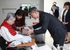 박삼득 보훈처장, 국가유공자 가족에게 위문품 전달
