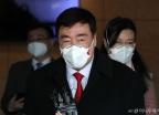 마스크 착용하고 입국한 싱하이밍 신임 주한중국대사