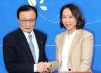 민주당 입당한 원옥금 주한베트남교민회장
