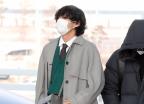 방탄소년단 뷔 '눈에 띄는 가방과 구두'