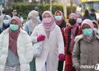 [사진] 마스크 쓴 관광객들