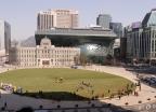 '새옷 갈아입은 서울광장'