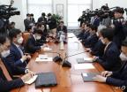 北 현안 관련 보고 받는 국회 외통위