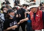 [사진] 삼성 해고노동자 '355일만의 고공농성 마무리'