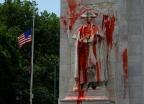 """""""100명 노예 부린 인종차별주의자""""…조지 워싱턴 동상 페인트 테러"""
