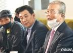 발언하는 김종인 위원장