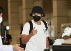 요르단 가는 현빈 공항패션…레깅스에 '서울' 티셔츠