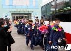 [사진] 험지로 자원해 진출하는 北 황해북도 청년들