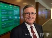 """530조 글로벌운용 CEO """"미래예측 투자가 되레 역효과"""""""