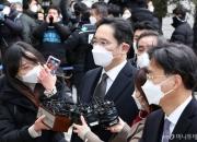 '충수염 수술' 이재용 부회장, 첫 재판 다음달로 연기
