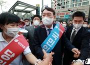 '쥴리' 잊게 만든 '쩍벌'과 '후쿠시마' 논란…尹, 10%대 폭락