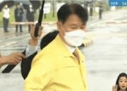 '우산 의전' 지시 없었다는 법무부…딱 걸린 상사의 나쁜 손