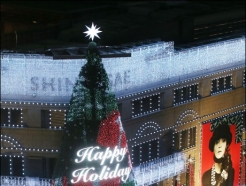 <strong>신세계</strong>百, 20m 대형 크리스마스 트리 설치