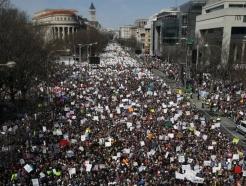 """""""우리 생명을 위한 행진""""…美 뒤덮은 총기규제 시위"""