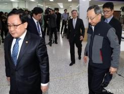 유영민 장관, <strong>KT</strong> 화재 관련 통신 3사 CEO 소집