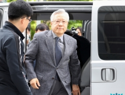 '<strong>KT</strong> 부정채용 혐의' 이석채 전 회장 영장실질심사 출석