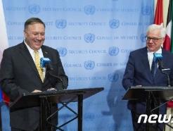 [사진] 폴란드 외교장관과 기자회견하는 폼페이오