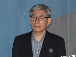 """'민노총 분열공작' 원세훈 """"지시·공모 안해""""…첫 재판 혐의부인"""