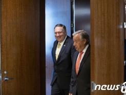 [사진] 안보리 회의장 도착하는 폼페이오와 유엔 사무총장