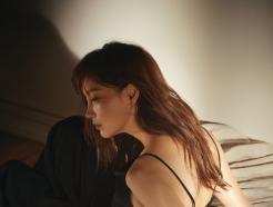 이나영, 주얼리 화보 공개…새틴 점프슈트에 '포인트'