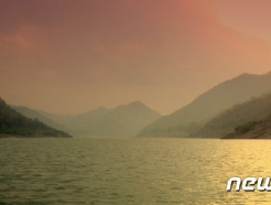 인도 고다바리강에서 관광선 전복…12명 사망·25명 실종
