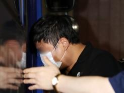 [사진] 호송차에 오르는 조국 장관 5촌 조카
