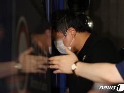 [사진] 검찰 조사 마치고 호송차 타는 조국 장관 5촌 조카
