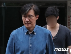 [사진] 조국 장관 외출 '아들과 함께'
